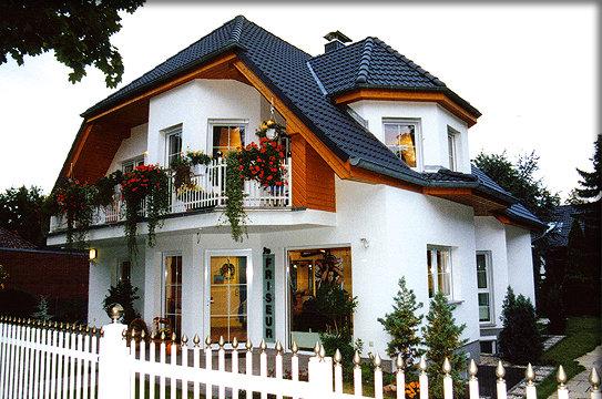 Massivhaus o fertighaus preiswert bauen for Fertighaus mit einliegerwohnung